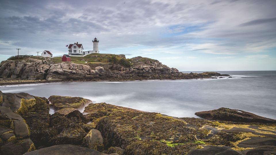 lighthouse-1149112_960_720
